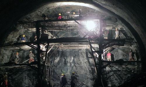 广甘高速赵家岩隧道现场数据采集测试